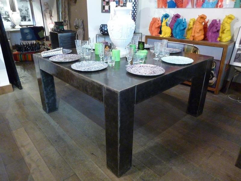 Table armani carr e tables de salle manger et mobilier for Mobilier de france table salle a manger