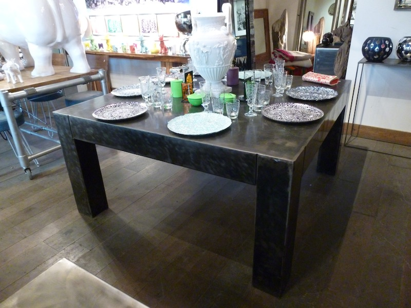 Table armani carr e tables de salle manger et mobilier for Table de sejour carree