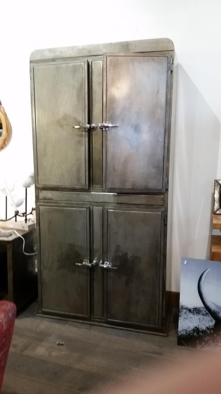 armoire rustique troite armoires et mobilier sur galerie. Black Bedroom Furniture Sets. Home Design Ideas